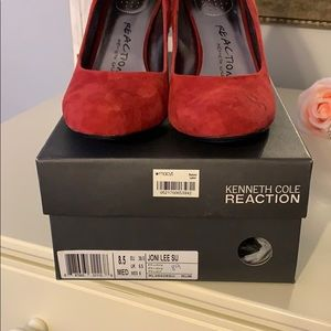 Kenneth Cole Reaction Shoes - Kenneth Cole red suede Pumps
